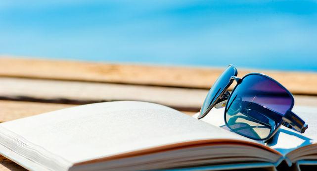 Libro-abierto-playa_ECDIMA20150731_0020_23.jpg